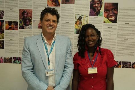 Le Représentant de L'UNICEF au Tchad et Mani Djelassem porte -parole des jeunes pour la lutte contre le VIH-SIDA.