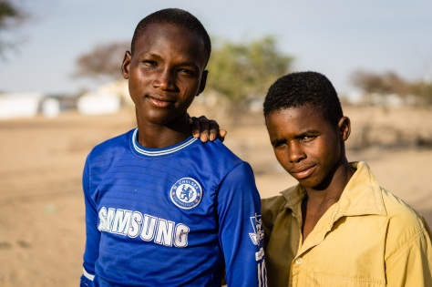 Garba (blue) fled his village of Baga in Nigeria to find refuge in Chad. Ila (yellow) is a Chadian living in the Lake Chad area. Today, these two children from different origin are best friends and attend school in the refugee camp of Daresalam. They are