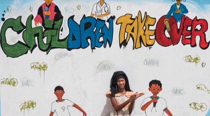 Les enfants prennent les commandes des pouvoirs publics, du monde du spectacle et des médias à l'occasion de la Journée Mondiale de l'Enfance